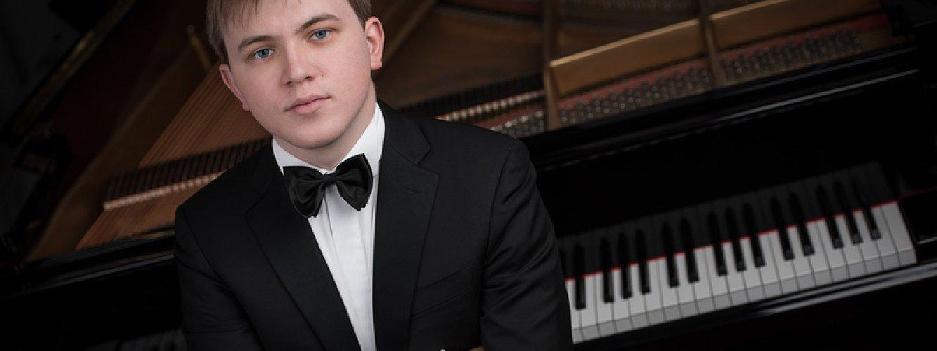 https://www.ragusanews.com//immagini_articoli/18-01-2019/piano-filippo-gorini-concerto-modica-500.jpg