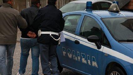 https://www.ragusanews.com//immagini_articoli/18-01-2020/sottoposto-ai-domiciliari-evade-e-viene-arrestato-in-flagranza-240.jpg