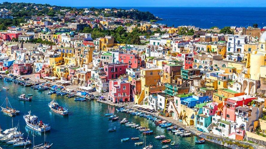 https://www.ragusanews.com//immagini_articoli/18-01-2021/1610964549-procida-batte-trapani-l-isola-napoletana-capitale-della-cultura-2022-foto-1-500.jpg