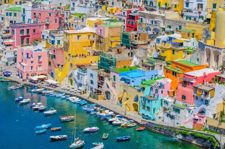 https://www.ragusanews.com//immagini_articoli/18-01-2021/1610964549-procida-batte-trapani-l-isola-napoletana-capitale-della-cultura-2022-foto-2-500.jpg
