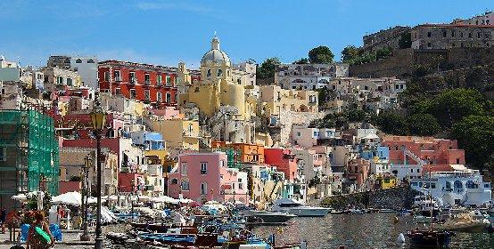 https://www.ragusanews.com//immagini_articoli/18-01-2021/1610964550-procida-batte-trapani-l-isola-napoletana-capitale-della-cultura-2022-foto-3-280.jpg