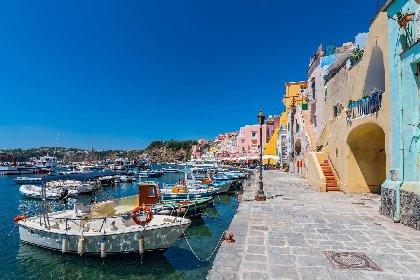 https://www.ragusanews.com//immagini_articoli/18-01-2021/1610964551-procida-batte-trapani-l-isola-napoletana-capitale-della-cultura-2022-foto-4-280.jpg