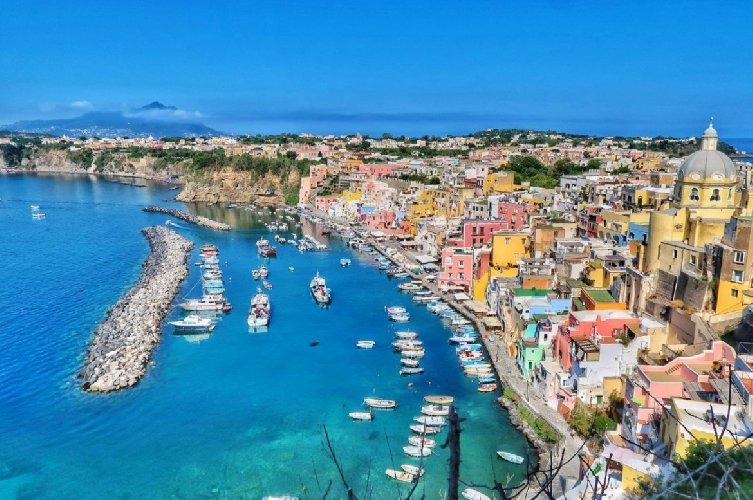 https://www.ragusanews.com//immagini_articoli/18-01-2021/1610964551-procida-batte-trapani-l-isola-napoletana-capitale-della-cultura-2022-foto-5-500.jpg