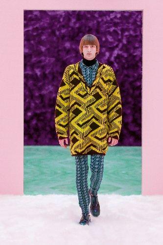 https://www.ragusanews.com//immagini_articoli/18-01-2021/1611005627-milan-fashion-week-le-collezioni-uomo-per-l-autunno-inverno-2021-22-1-500.jpg