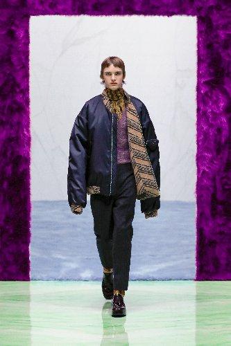 https://www.ragusanews.com//immagini_articoli/18-01-2021/1611005628-milan-fashion-week-le-collezioni-uomo-per-l-autunno-inverno-2021-22-3-500.jpg