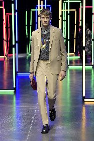 https://www.ragusanews.com//immagini_articoli/18-01-2021/1611005629-milan-fashion-week-le-collezioni-uomo-per-l-autunno-inverno-2021-22-6-280.jpg