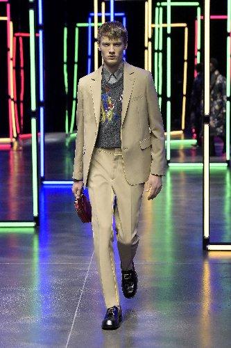 https://www.ragusanews.com//immagini_articoli/18-01-2021/1611005629-milan-fashion-week-le-collezioni-uomo-per-l-autunno-inverno-2021-22-6-500.jpg