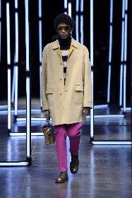 https://www.ragusanews.com//immagini_articoli/18-01-2021/1611005630-milan-fashion-week-le-collezioni-uomo-per-l-autunno-inverno-2021-22-7-280.jpg