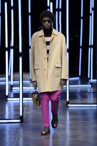 https://www.ragusanews.com//immagini_articoli/18-01-2021/1611005630-milan-fashion-week-le-collezioni-uomo-per-l-autunno-inverno-2021-22-7-500.jpg