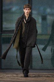 https://www.ragusanews.com//immagini_articoli/18-01-2021/1611005632-milan-fashion-week-le-collezioni-uomo-per-l-autunno-inverno-2021-22-10-280.jpg