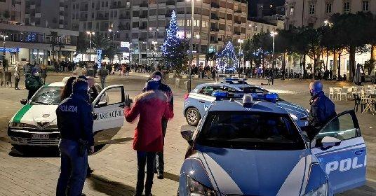 https://www.ragusanews.com//immagini_articoli/18-01-2021/movida-a-pescara-arrivano-i-carabinieri-scatta-il-fuggi-fuggi-video-280.jpg
