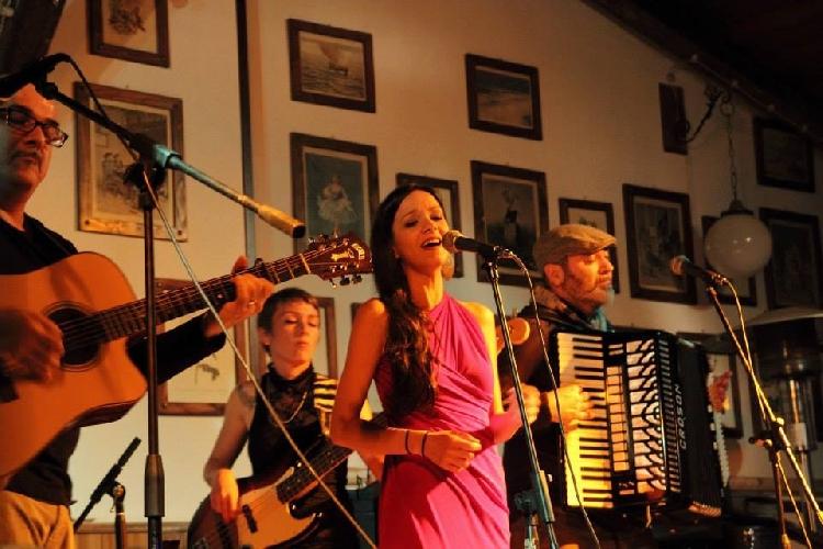 http://www.ragusanews.com//immagini_articoli/18-02-2015/i-mater-matuta-in-concerto-a-ragusa-500.jpg