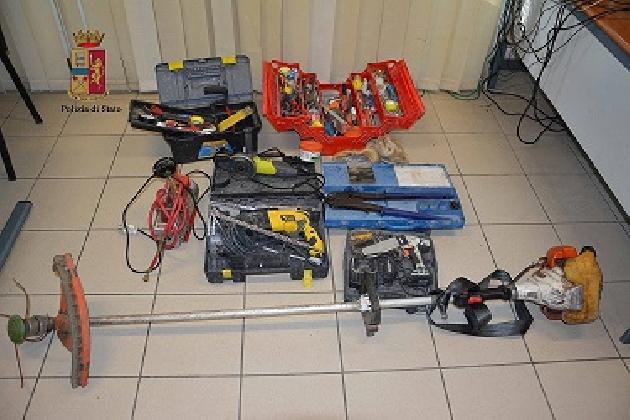 http://www.ragusanews.com//immagini_articoli/18-02-2017/ricettatore-attrezzature-professionali-fermato-catanese-420.jpg