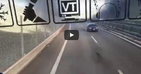 https://www.ragusanews.com//immagini_articoli/18-02-2019/camion-precipita-viadotto-morto-conducente-auto-video-240.png