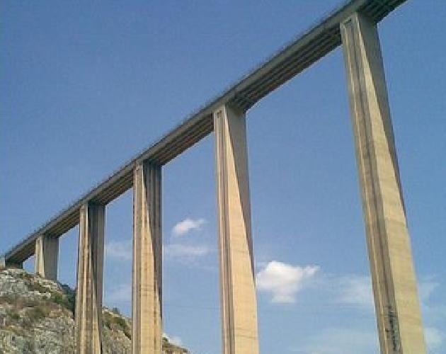 http://www.ragusanews.com//immagini_articoli/18-03-2014/rinviati-i-lavori-di-messa-in-sicurezza-del-ponte-guerrieri-500.jpg