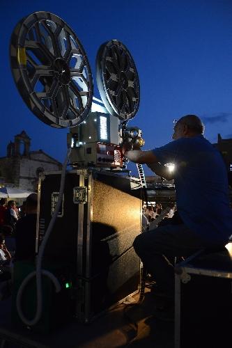 http://www.ragusanews.com//immagini_articoli/18-03-2015/il-bando-del-festival-del-cinema-di-frontiera-500.jpg
