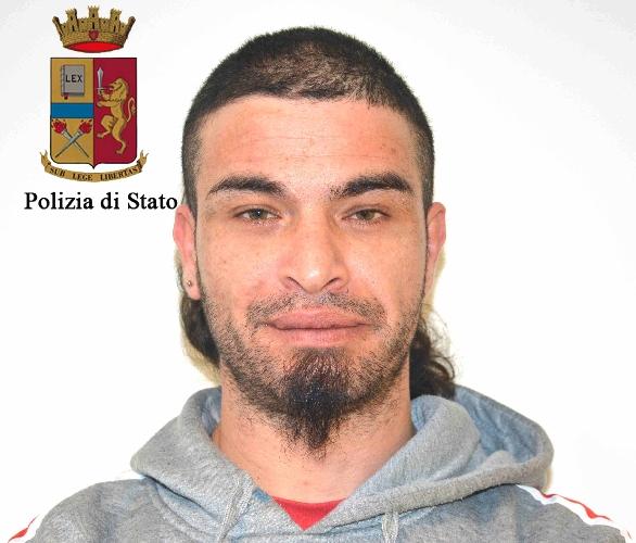 http://www.ragusanews.com//immagini_articoli/18-03-2016/arrestato-davide-di-martino-500.jpg