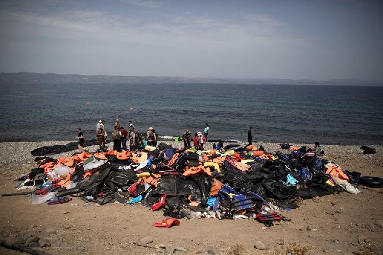 http://www.ragusanews.com//immagini_articoli/18-03-2017/lascia-migranti-vendicari-rintracciata-barca-mare-500.jpg