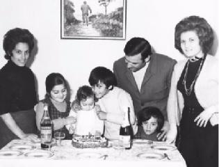 https://www.ragusanews.com//immagini_articoli/18-03-2019/1552938368-famiglia-fiorello-album-foto-1-240.png