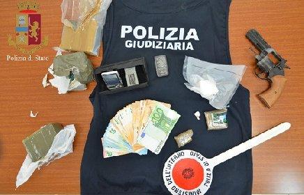 https://www.ragusanews.com//immagini_articoli/18-03-2021/droga-arrestato-un-ispicese-27enne-280.jpg