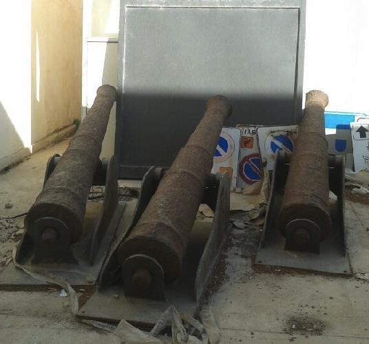 https://www.ragusanews.com//immagini_articoli/18-04-2014/i-tre-cannoni-di-marina-di-ragusa-pronti-per-la-sistemazione-500.jpg