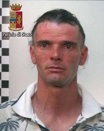 https://www.ragusanews.com//immagini_articoli/18-04-2016/tenta-di-ucciderlo-ad-una-festa-di-compleanno-arrestato-500.jpg
