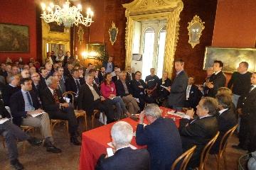 https://www.ragusanews.com//immagini_articoli/18-04-2017/anci-sicilia-fianco-sindaci-decaduti-240.jpg