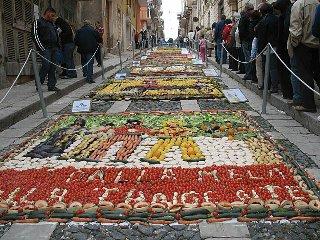 https://www.ragusanews.com//immagini_articoli/18-04-2018/pachino-pomodori-cetrioli-fanno-inverdurata-240.jpg