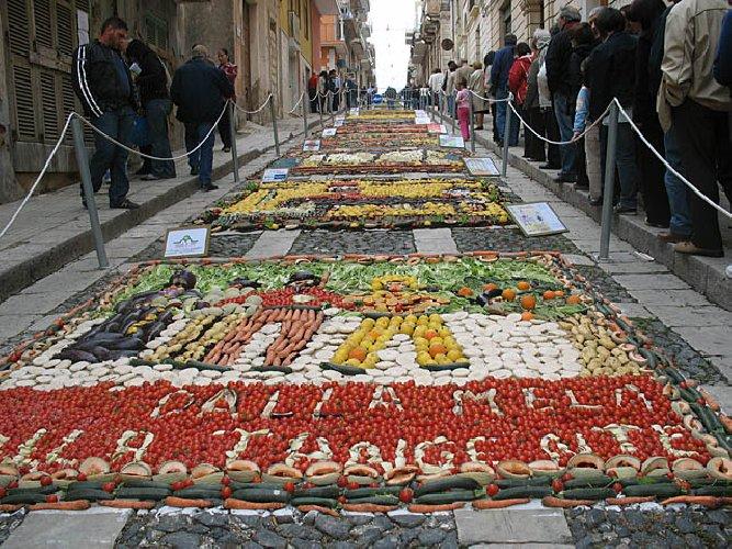 https://www.ragusanews.com//immagini_articoli/18-04-2018/pachino-pomodori-cetrioli-fanno-inverdurata-500.jpg