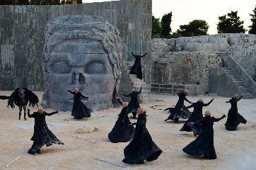https://www.ragusanews.com//immagini_articoli/18-04-2018/siracusa-dialogo-interdisciplinare-sulle-tragedie-greche-240.jpg