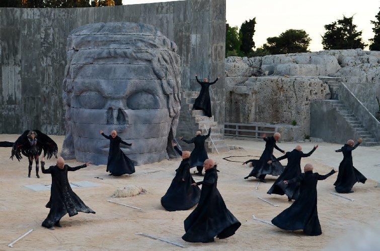 https://www.ragusanews.com//immagini_articoli/18-04-2018/siracusa-dialogo-interdisciplinare-sulle-tragedie-greche-500.jpg