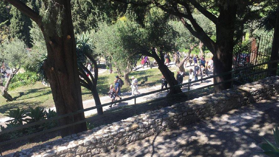 https://www.ragusanews.com//immagini_articoli/18-04-2019/1555599936-pasqua-e-pasquetta-che-spettacolo-i-siti-parco-di-naxos-taormina-2-500.jpg