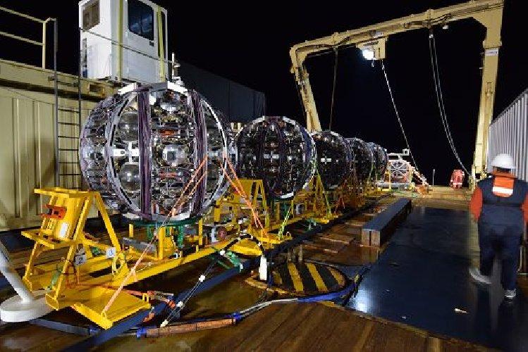 https://www.ragusanews.com//immagini_articoli/18-04-2021/km3net-nel-mare-siciliano-un-telescopio-sottomarino-500.jpg