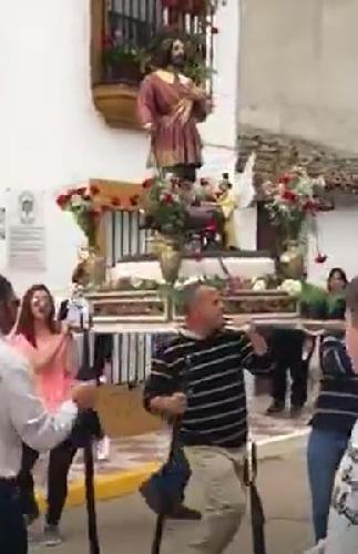 http://www.ragusanews.com//immagini_articoli/18-05-2017/santo-balla-canzoni-enrique-iglesias-video-500.jpg