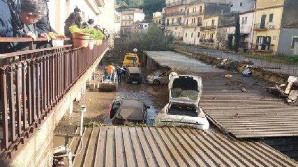 http://www.ragusanews.com//immagini_articoli/18-05-2018/fondi-post-alluvione-modica-altri-milioni-mila-euro-240.jpg
