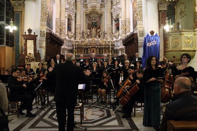 http://www.ragusanews.com//immagini_articoli/18-06-2014/il-coro-monteverdi-a-santa-maria-la-nova-500.jpg