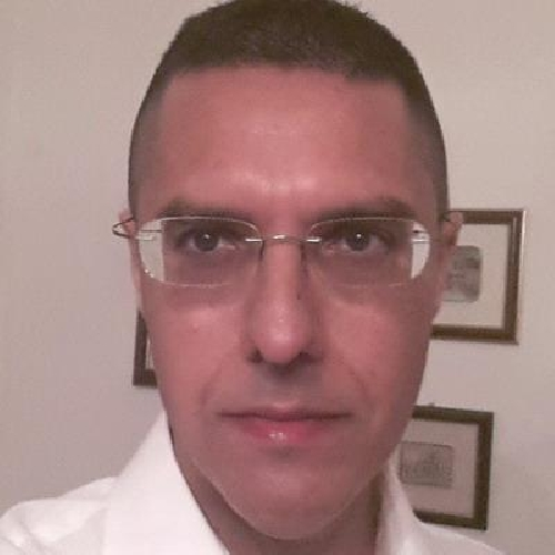 http://www.ragusanews.com//immagini_articoli/18-06-2014/sequestrato-il-computer-a-giornalista-di-raimondo-assostampa-solidale-500.jpg