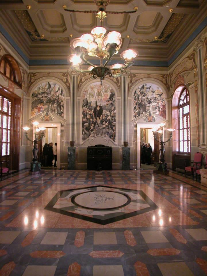 https://www.ragusanews.com//immagini_articoli/18-06-2015/1434634080-2-il-palazzo-del-governo-a-ragusa-tra-architettura-e-cicli-decorativi.jpg