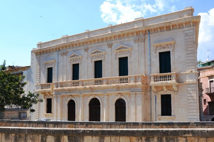 https://www.ragusanews.com//immagini_articoli/18-06-2015/site-rooms-il-primo-palazzo-nobiliare-in-un-albergo-diffuso-a-scicli-500.jpg