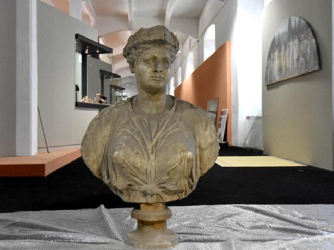 http://www.ragusanews.com//immagini_articoli/18-06-2017/archeologia-mostra-catania-greca-500.jpg