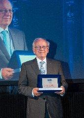 https://www.ragusanews.com//immagini_articoli/18-06-2018/bapr-premiata-milano-finanza-global-awards-2018-240.jpg