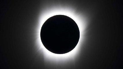 https://www.ragusanews.com//immagini_articoli/18-06-2018/luglio-eclissi-totale-luna-240.jpg