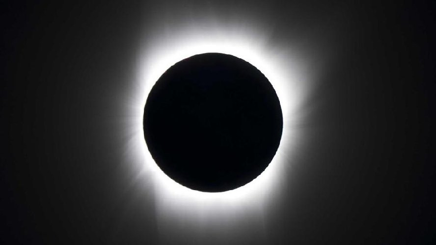 https://www.ragusanews.com//immagini_articoli/18-06-2018/luglio-eclissi-totale-luna-500.jpg