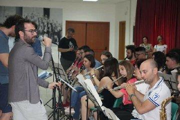 https://www.ragusanews.com//immagini_articoli/18-06-2018/mario-incudine-chiude-festa-musica-noto-240.jpg