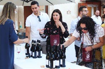https://www.ragusanews.com//immagini_articoli/18-06-2019/1560872952-locanda-gulfi-si-festeggia-il-cerasuolo-foto-1-240.jpg