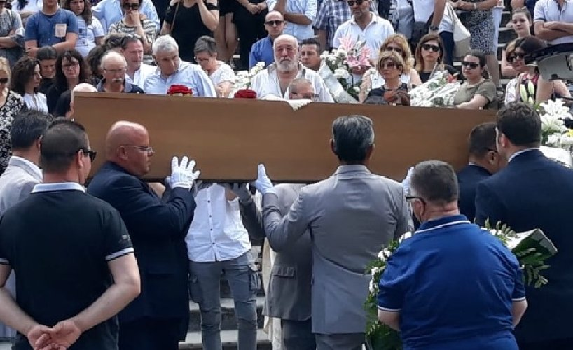 https://www.ragusanews.com//immagini_articoli/18-06-2019/celebrati-i-funerali-di-emanuele-assenza-500.jpg