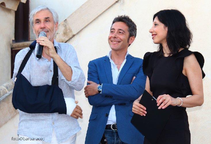 https://www.ragusanews.com//immagini_articoli/18-06-2019/locanda-gulfi-si-festeggia-il-cerasuolo-foto-500.jpg