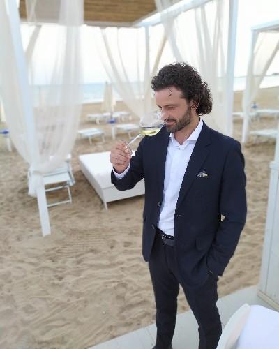 https://www.ragusanews.com//immagini_articoli/18-06-2021/daniele-bertinelli-il-tempo-del-maitre-a-marina-di-ragusa-500.jpg