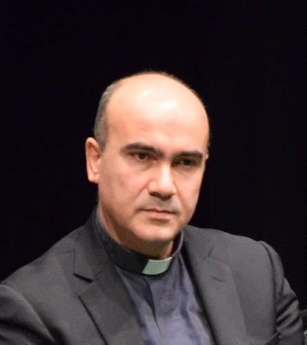 https://www.ragusanews.com//immagini_articoli/18-06-2021/il-vescovo-di-ragusa-la-placa-sceglie-lo-stemma-500.jpg