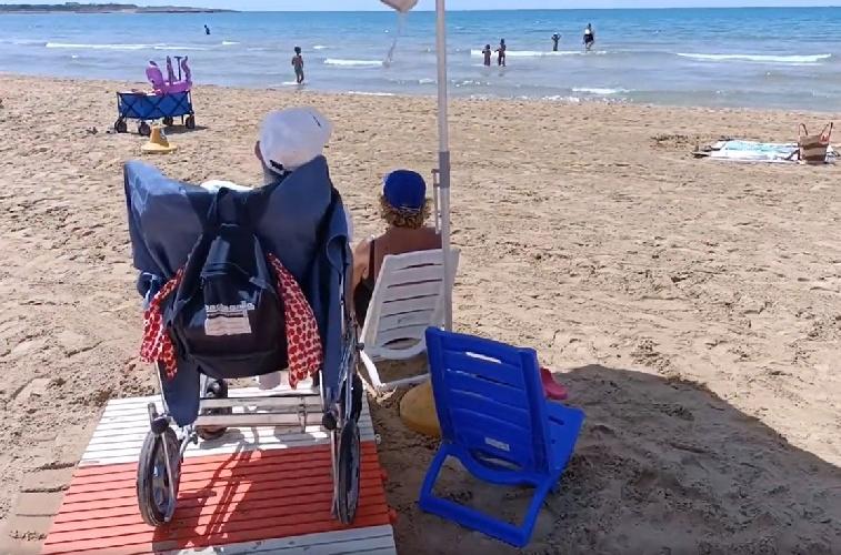 https://www.ragusanews.com//immagini_articoli/18-06-2021/marina-di-modica-la-spiaggia-senza-ostacoli-video-500.jpg